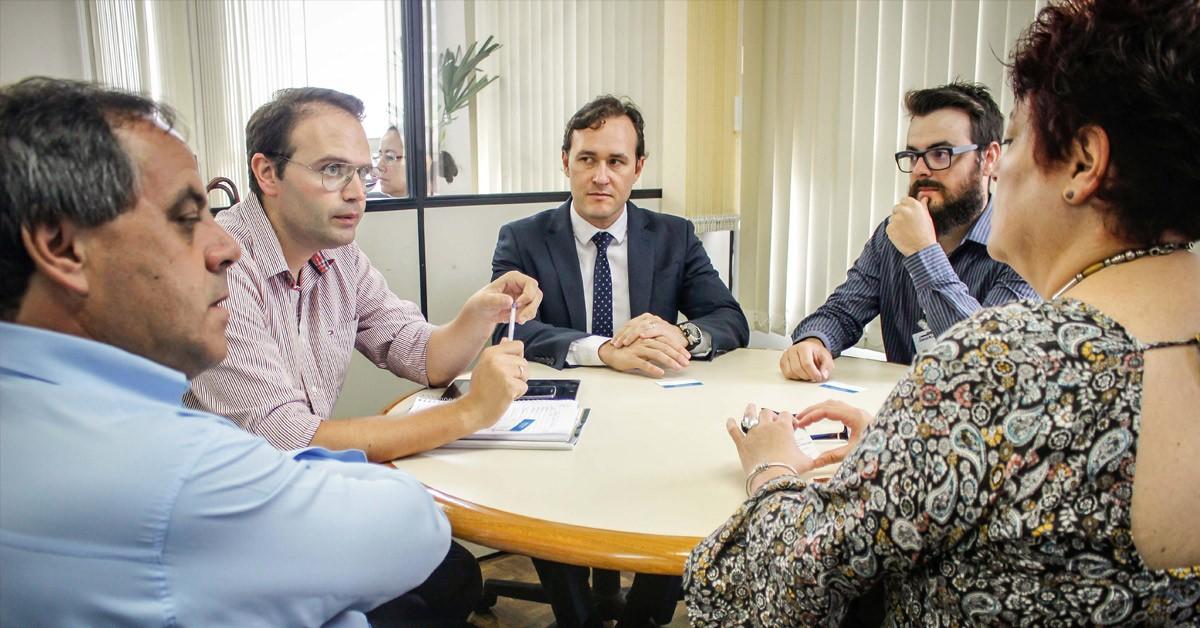 Deputado Vinicius Ribeiro busca recursos para realização da Fenakiwi