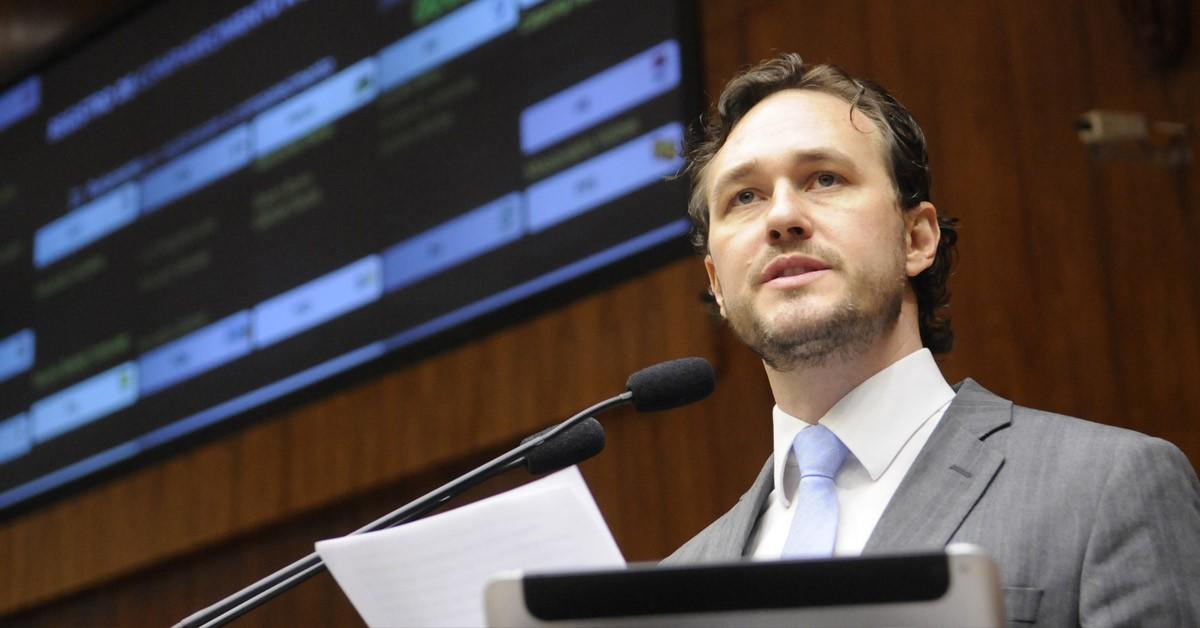 Deputado Vinicius Ribeiro defende parceria do exército no policiamento ostensivo