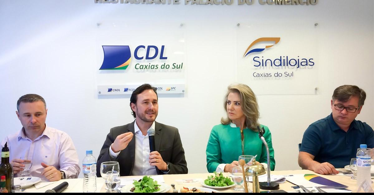 Vinicius Ribeiro debate pacote de projetos do Governo Estadual em reunião na CDL Caxias