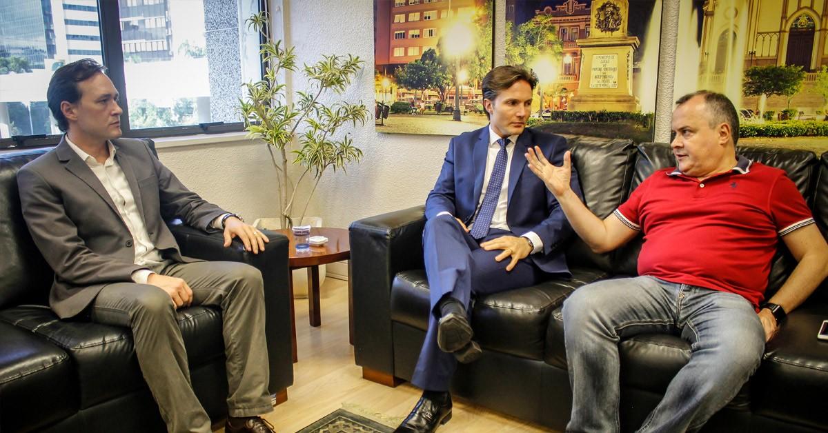 Vinicius Ribeiro realiza reunião com o prefeito Daniel Guerra