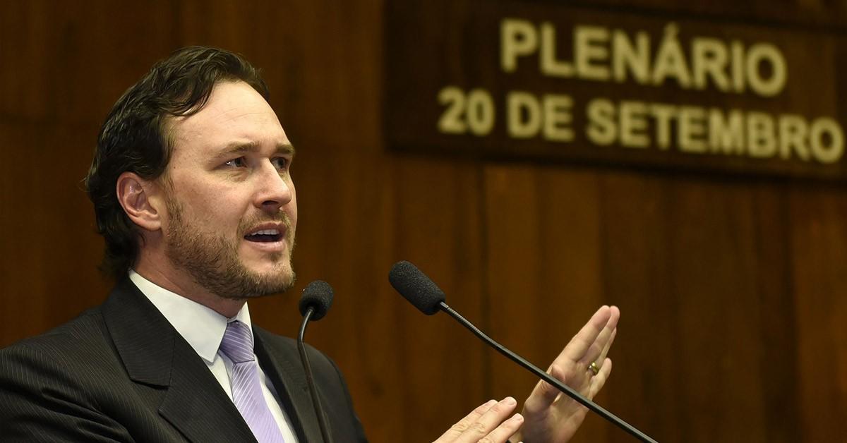 Vinicius Ribeiro se posiciona contra projeto de regulamentação de honorários
