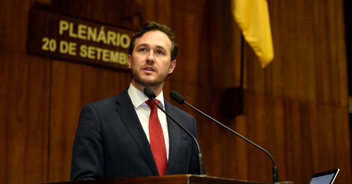 Vinicius Ribeiro toma posse na Assembleia Legislativa
