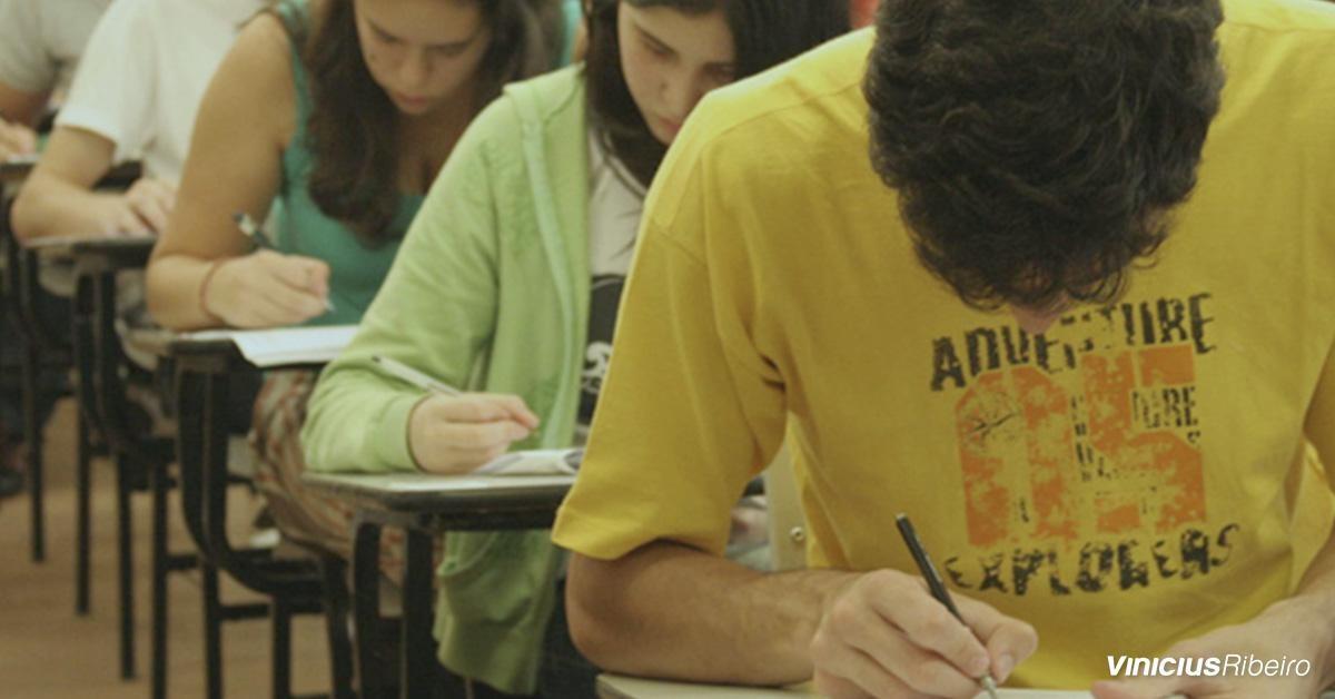Quais são os programas de financiamento estudantil no Brasil